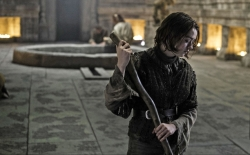 game-of-thrones-arya sweeping